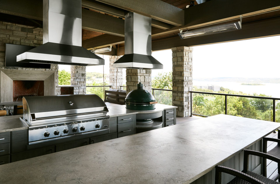 Fleuri Marble outdoor kitchen done by Rocktops